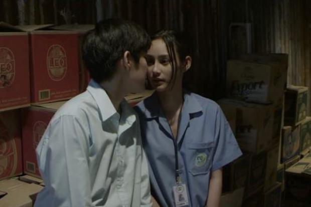 Phim kinh dị Ký ức chết tràn ngập cảnh hôn của nàng tomboy Tina của Yes or No và bạn gái