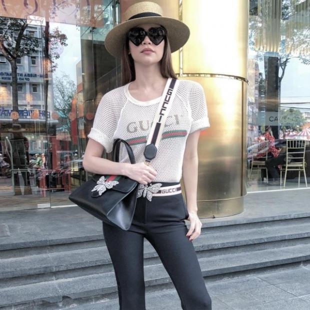 Trước đó thì Hồ Ngọc Hà cũng đã khoe loạt đồ hiệu Gucci từ đầu đến chân cực đắt đỏ: kính, áo, thắt lưng, túi.