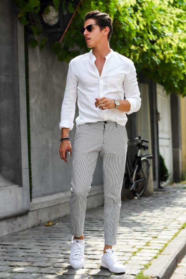 Do thời tiết những ngày đầu xuân tương đối ấm áp nên bên cạnh áo dài cách tân thì những chiếc áo sơ-mi cũng là lựa chọn khá lý tưởng. Hãy kết hợp chúng cùng những chiếc quần dài là bạn đã sẵn sàng đón Tết rồi.