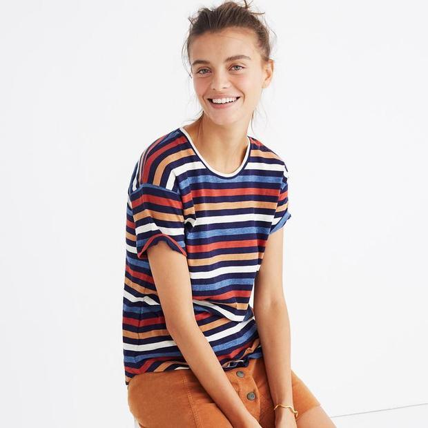 Một sự lựa chọn khá bình dân cho chị em chính là chiếc áo khá đơn giản của Madewell.