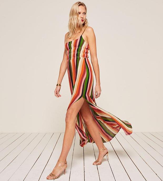 Chiếc váy maxi này sẽ khiến nàng nhanh chóng trở thành tâm điểm trong dịp tết năm nay bởi nét thời thượng.