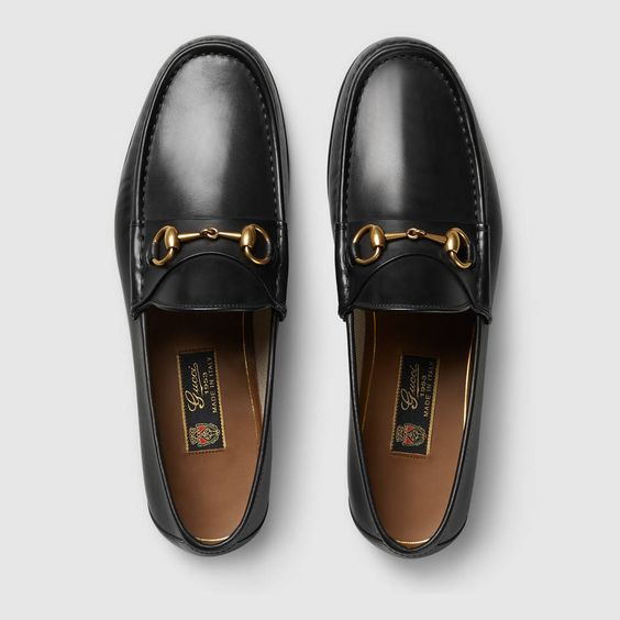 Nếu dư giả một chút, một đôi loafer Gucci đang được Hoàng Ku, Kỳ Duyên ưa chuộng, có mức giá từ 16-23 triệu đồng sẽ khiến bạn hoàn toàn nổi bật khi xuống phố.