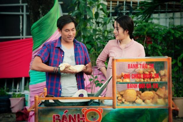 Tám (Kiều Minh Tuấn) và mối tình đẹp bên Bích (Nam Em) tại tiệm bánh tiêu nghèo ven đường.