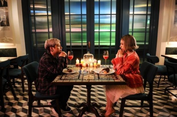 Câu chuyện trong MV cũng là những tình cảm dễ thương, nhắng nhít từ cặp đôi mới cưới.