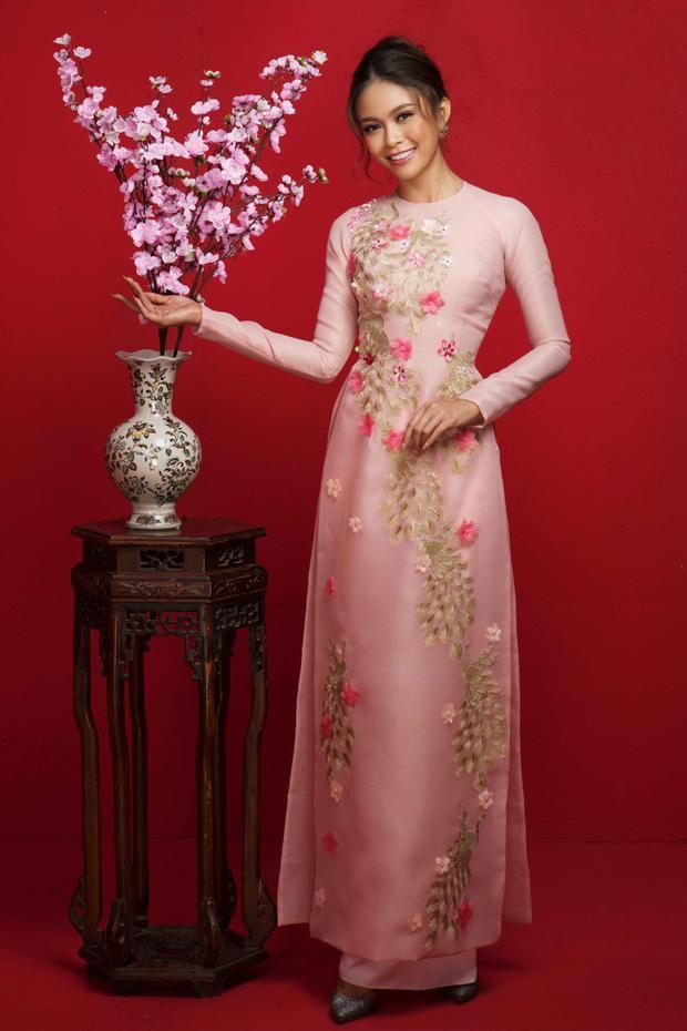 Á hậu Mâu Thủy mang đến màu hồng của tình yêu hạnh phúc ngày đầu Xuân.