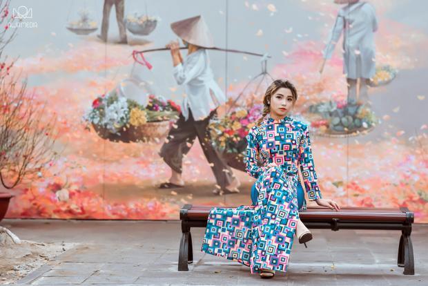 Hiền Mai sinh năm 1999 tại Hà Nội. Cô đang theo học tại trường ĐH Văn hoá Nghệ thuật Quân đội. Tuy sở hữu vóc dáng nhỏ nhắn nhưng cô lại có một giọng hát trời phú nội lực.