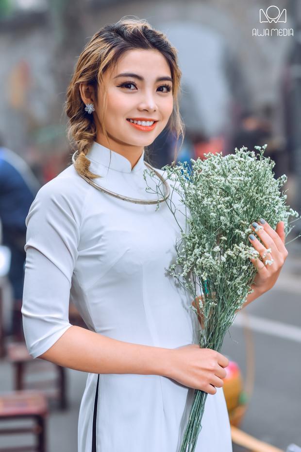 Trong năm 2017, Hiền Mai đã ra mắt 2 sản phẩm tri ân sau cuộc thi Giọng hát Việt gồmCứ mơ và đi vàMột nửa vòng tròn. Á quânThe Voice 2017cho biết, cả hai ca khúc nhận được sự phản hồi tích cực từ phía khán giả.