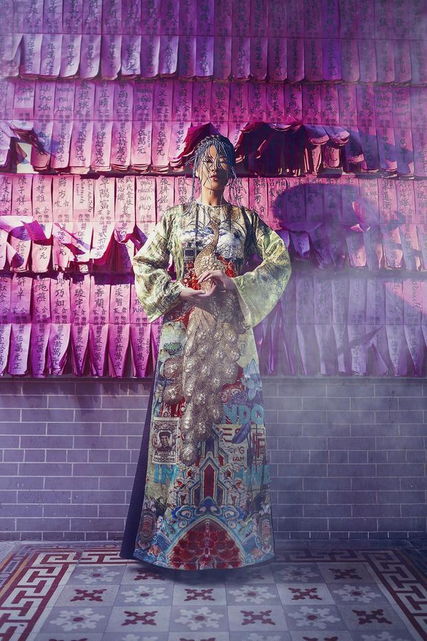 Á hậu Nguyễn Thị Loan đầy quyền lực và không kém phần sang trọng trong hình tượng hoàng hậu Nam Phương.