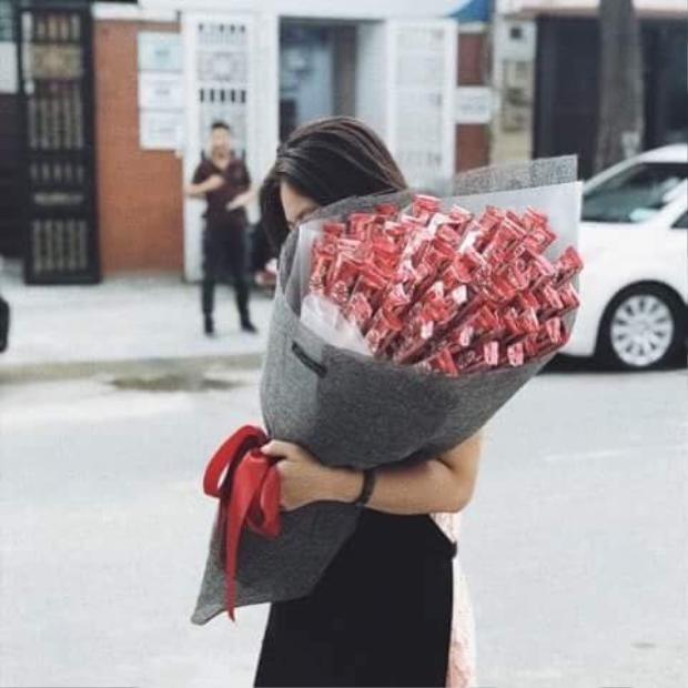 Ôm bó hoa này trong tay, hẳn cô bạn nào cũng sẽ cảm thấy thích thú.