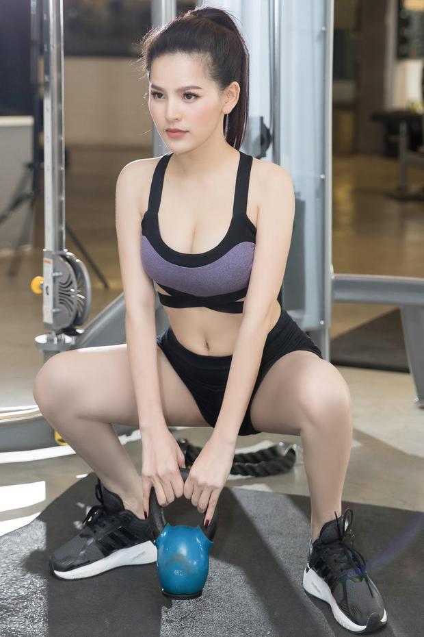 Trang Phi nổi bật với gương mặt xinh đẹp, làn da trắng và đặc biệt là thân hình nóng bỏng. Để có được thân hình chuẩn không cần chỉnh, Trang Phi khá chú trọng đến tập luyện thể dục thể thao, trong đó đặc biệt là bộ môn gym.