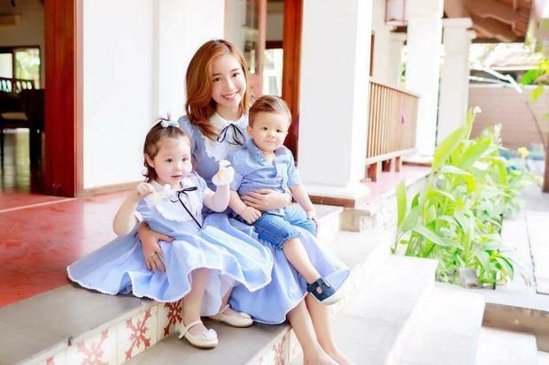 Hai nhóc tì nhà Elly Trần là những ngôi sao nhí rất được yêu mến hiện nay.