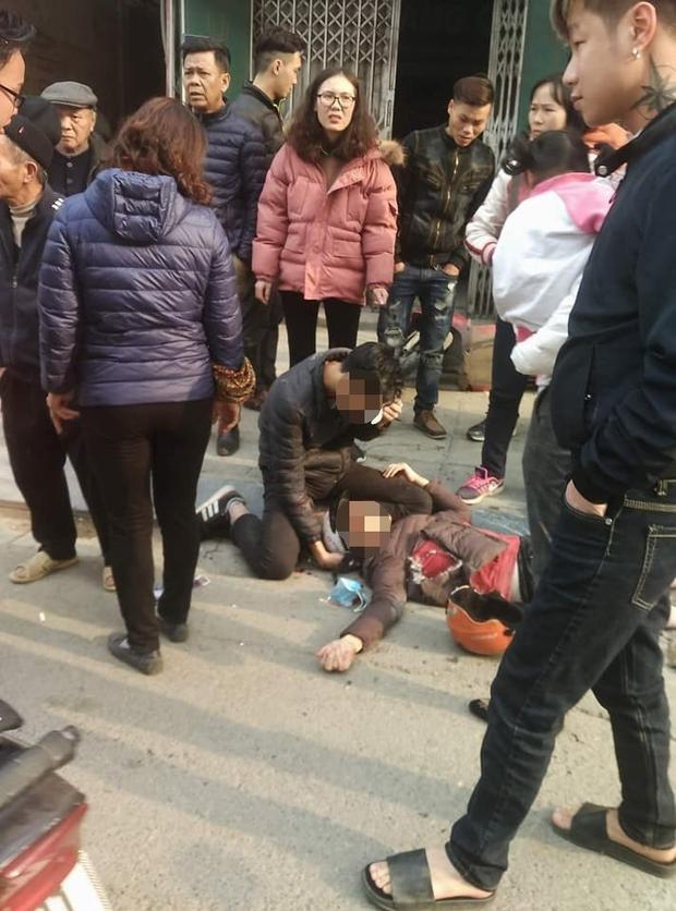 Hai trong số nhiều người bị thương sau vụ tai nạn.Ảnh otofun