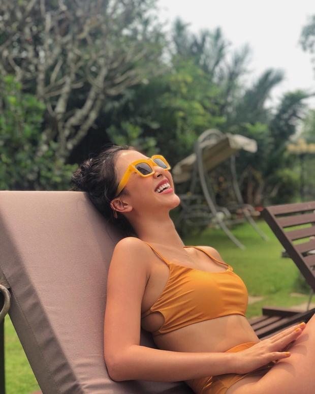 Quỳnh Anh Shyn phải chăng đang có một chuyến nghỉ dưỡng nhân ngày valentine? Dù chưa biết là đi với ai, nhưng swim fashion của cô nàng vẫn rất được khen ngợi.