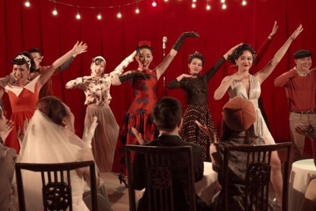 Âm nhạc trendy bắt tai, style sáng tác độc lạ với lyrics mộc mạc của Bùi Công Nam khiến cho ca khúc này nhanh chóng gây chú ý.