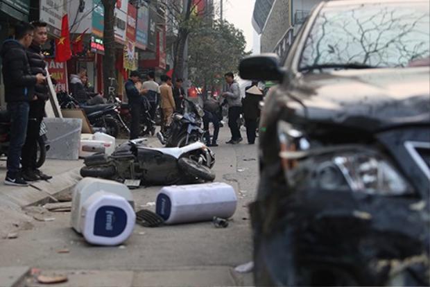 Hiện trường vụ tai nạn liên hoàn chiều 28 Tết. Ảnh: Ngọc Thành.