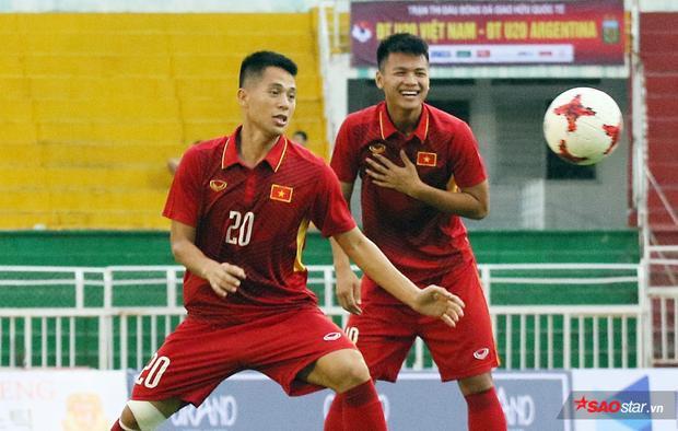 """Đình Trọng đang là """"của hiếm"""" của bóng đá Việt Nam."""