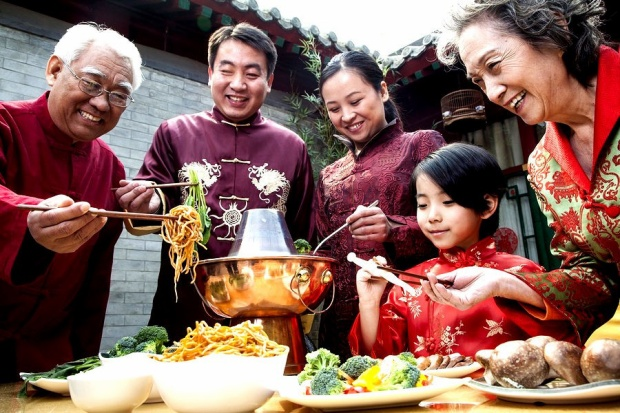 Đầu năm, người châu Á thường làm gì để may mắn suốt 12 tháng?