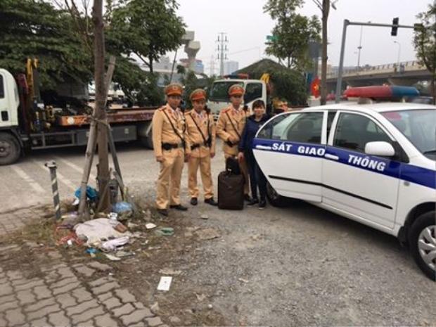 Được sự giúp đỡ của lãnh đạo Đội CSGT số 6, chị Hoa đã về quê ăn tết, sum vầy với gia đình. Ảnh: An ninh Thủ đô.
