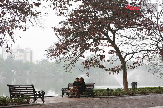 Hồ Gươm trong ngày đầu năm mới rất vắng vẻ, yên bình.
