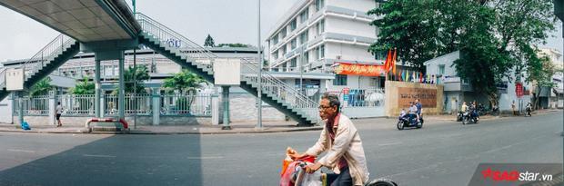 Khúc đường tại Bệnh viện Ung Bướu TP. HCM (Nơ Trang Long, Q.Bình Thạnh, TP. HCM) thường ngày vẫn đông nghịt xe cộ, nay chỉ còn lác đác vài người qua lại.