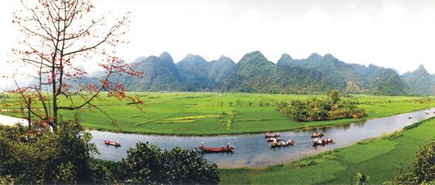 Cảnh sắc ở suối Yến chùa Hương.