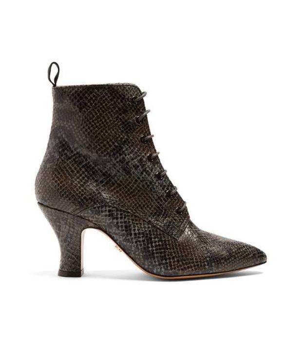 Với giày da này, hãy diện chúng với quần jeans rách gối hoặc chân váy denim, có khi bạn lại được khen ngợi là fashionistar nữa đấy!