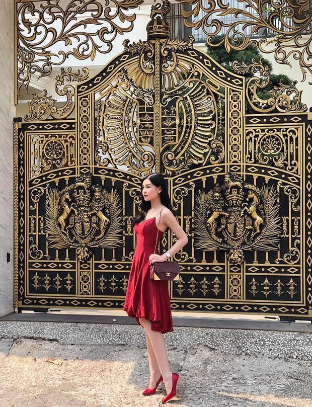 Hoa hậu Đại dương Lê Âu Ngân Anh quyến rũ với áo hai dây.