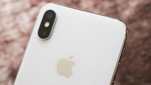 """Người tuổi Dậu, tuổi Thân, tuổi Sửu và tuổi Hợi năm nay đều có chung màu may mắn là màu trắng. Với màu máy smartphone cơ bản này, họ sẽ có khá nhiều lựa chọn, từ cao cấp như iPhone X ho tới những mấu máy """"thân thiện"""" với túi tiền hơn."""