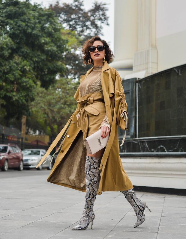 """Tất bật với các lịch trình công việc dày đặc, tuy nhiên niềm đam mê thời trang và """"cái máu người mẫu"""" vẫn chưa thôi chảy trong mình. Phương Mai chia sẻ mỗi khi được thả dáng trong những trang phục thiết kế kĩ lưỡng, cô vô cùng thích thú."""
