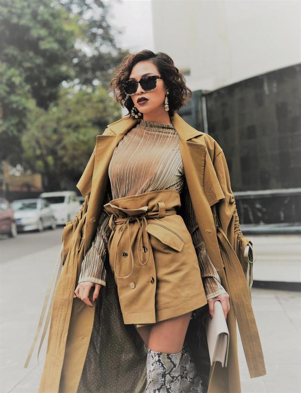 Điểm nổi bật trong những trang phục lần này của Phương Mai là sự kết hợp màu sắc đồng bộ từ áo, váy đến áo khoác ngoài.