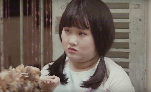 """""""Cô bán hàng"""" mặt đơ Ái Như."""