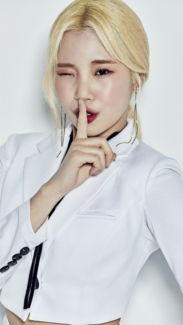 Tuy không sở hữu ngoại hình lung linh như nhiều idol nữ khác nhưng JooE với sự tràn đầy năng lượng trên sân khấu vẫn khiến các fan yêu mến.