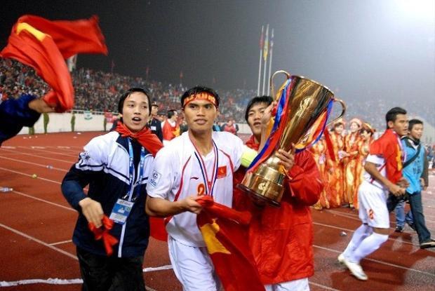 Tài Em từng cùng đội tuyển Việt Nam giành chức vô địch AFF Cup 2008.