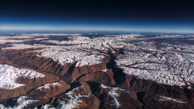 Dãy núi phủ trắng tuyết ở Afghanistan.
