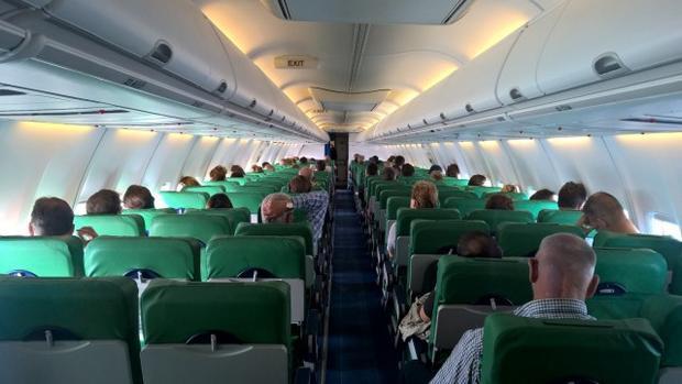 Hành khách liên tục xì hơi, máy bay buộc hạ cánh khẩn