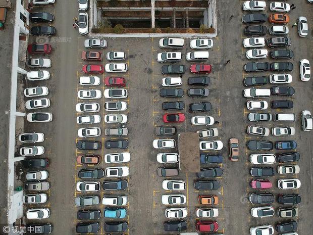 Bãi đỗ xe ở núi Hoàng Sơn, tỉnh An Huy.