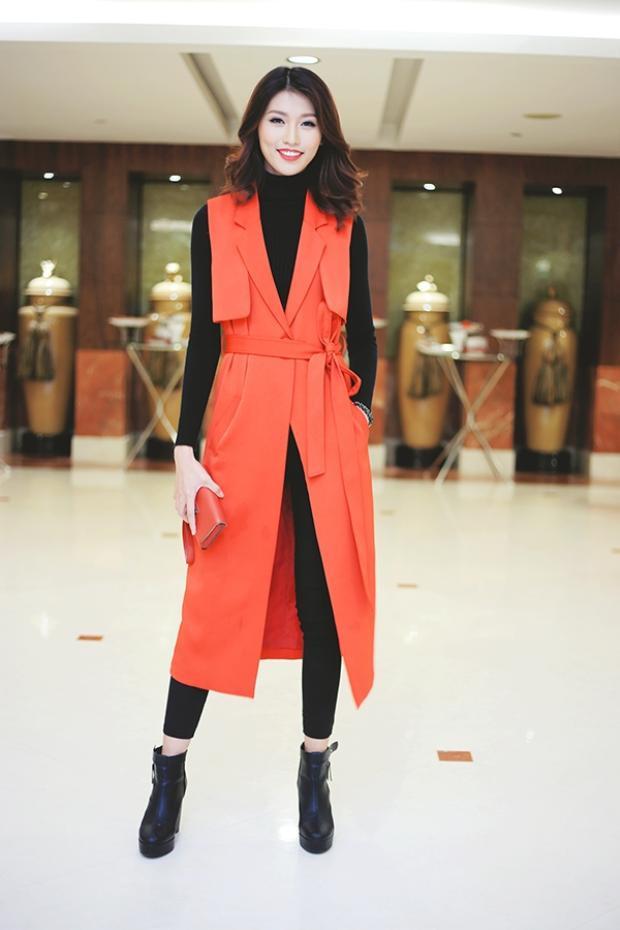 Nhưng thực sự không thể phủ nhận Quỳnh Châu luôn biết cách kết hợp trang phục cùng phụ kiện một cách đồng điệu nhất. Ngoài ra, cô cũng là một trong ba chân dài tuổi Tuất có gout thời trang thảm đỏ đa dạng nhất.