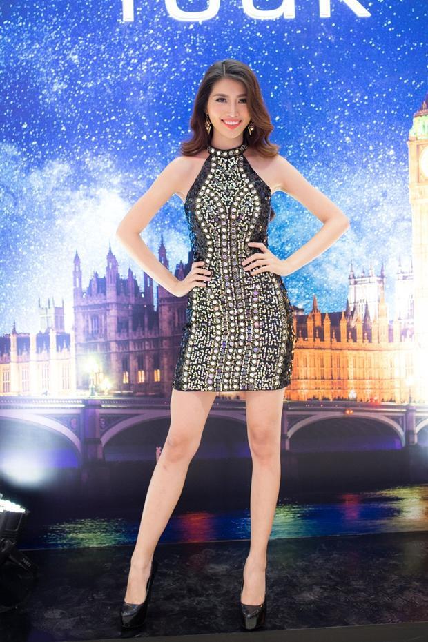 Đơn giản hơn, Quỳnh Châu mặc những chiếc váy body ôm sát, vừa dễ di chuyển lại khoe được đôi chân nuột nà chuẩn mẫu.