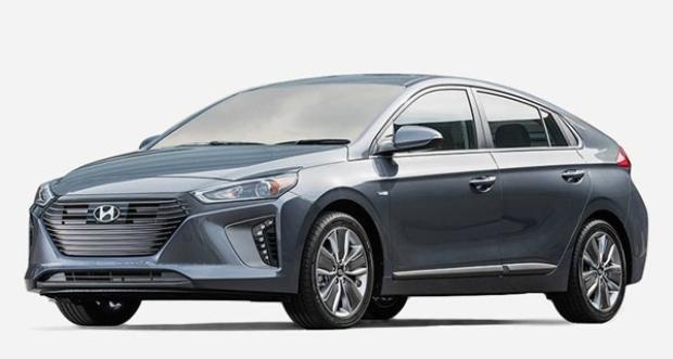 Hyundai Ioniq là một đối thủ trực tiếp với chiếc Toyota Prius khi cũng đạt thành tích 52 mpg.