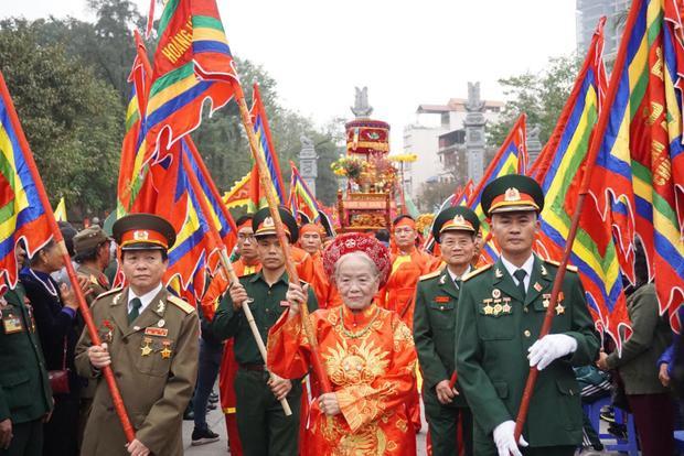 Hội gò Đống Đa (Hà Nội) mừng 229 năm chiến thắng Ngọc Hồi - Đống Đa (1789-2018) diễn ra vào sáng 20/2 (mùng 5 Tết), bắt đầu bằng những màn rước kiệu rực rỡ cờ hoa.
