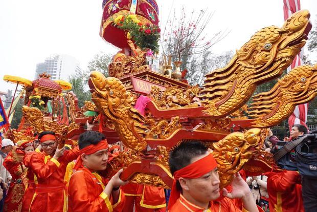 Nghi lễ rước kiệu vua Quang Trung và Ngọc Hân công chúa.