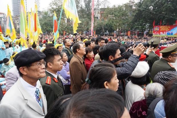 Buổi biểu diễn gợi cho người xem cảm xúc mạnh về một thời hào hùng của dân tộc Việt Nam.