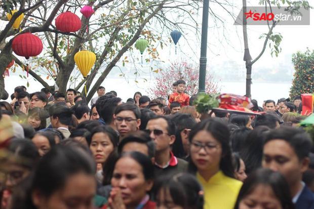 Phủ Tây Hồ được coi là một trong những chốn linh thiêng nhất của Hà Nội. Nơi đâythờ mẫu Liễu Hạnh - một trong 4 vị thánh bất tử trong tín ngưỡng của người Việt.