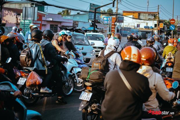 Nhiều đoạn ùn tắc giao thông gây kẹt cứng.