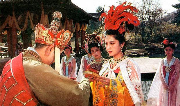 Chuyện tình giữa Đường Tăng vàNữ vương của Tây Lương Nữ Quốc từng khiến bao người hâm mộ tiếc nuối ở phiên bản 1986.