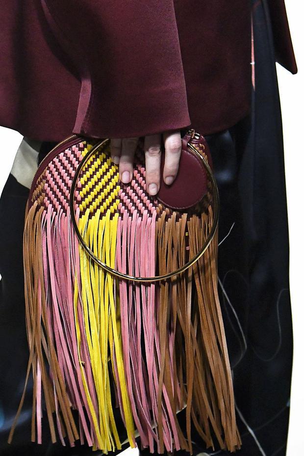 Loại túi xách này phù hợp với các set trang phục streetstyle hơn là dùng tại sự kiện.