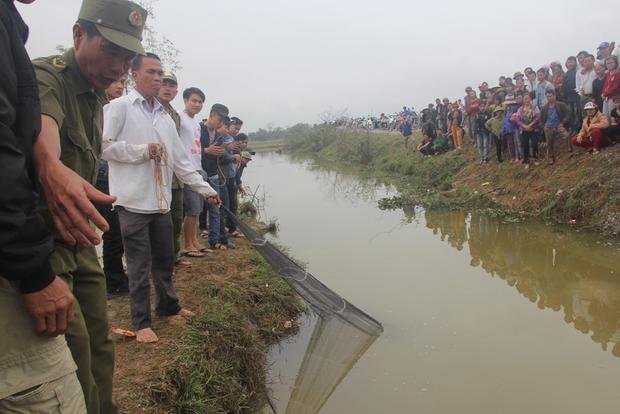 Chính quyền địa phương quyết định bắt con cá để tránh mất trật tự an ninh.