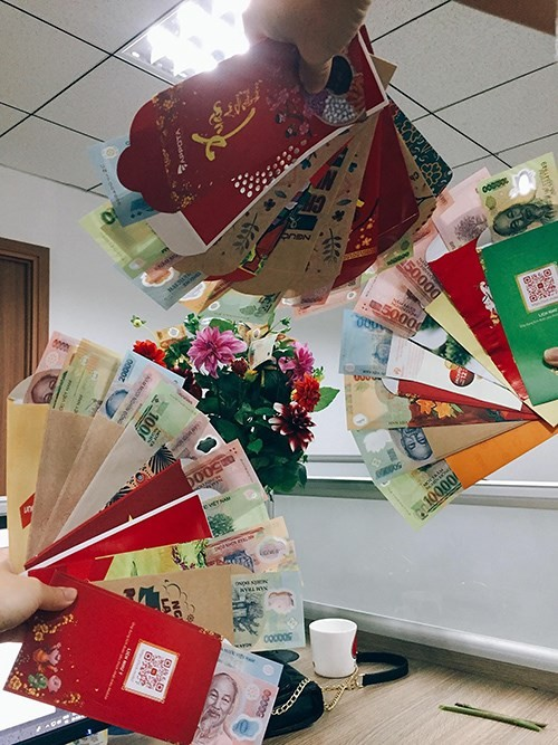 Màn đọ tiền lì xì của dân văn phòng.