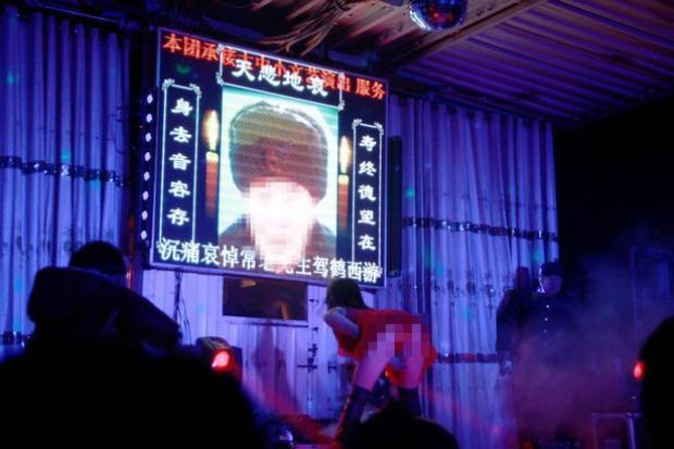 Trung Quốc đang ra sức tẩy chay những màn biểu diễn phản cảm trong đám tang.