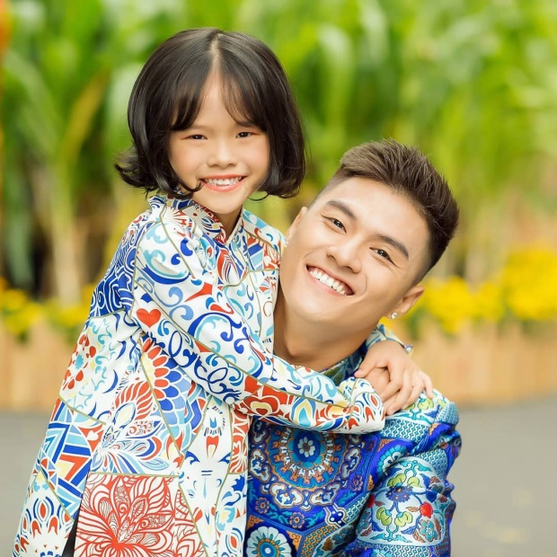 Hình ảnh thân thiết của bố con Lâm Vinh Hải khiến các fan ấm lòng.